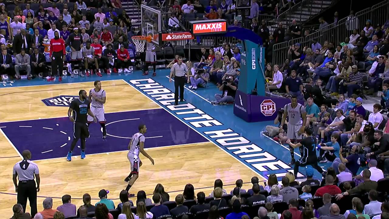 Jeremy Lin with a smart throw off of Dwight Howard play