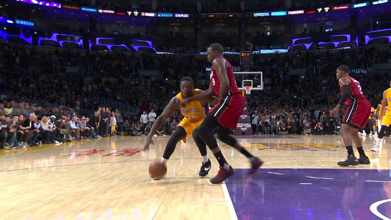 Julius Randle hits game winning floater for the Lakers