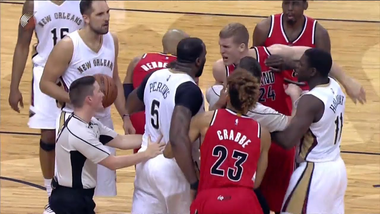 Kendrick Perkins ejected for clotheslining Damian Lillard