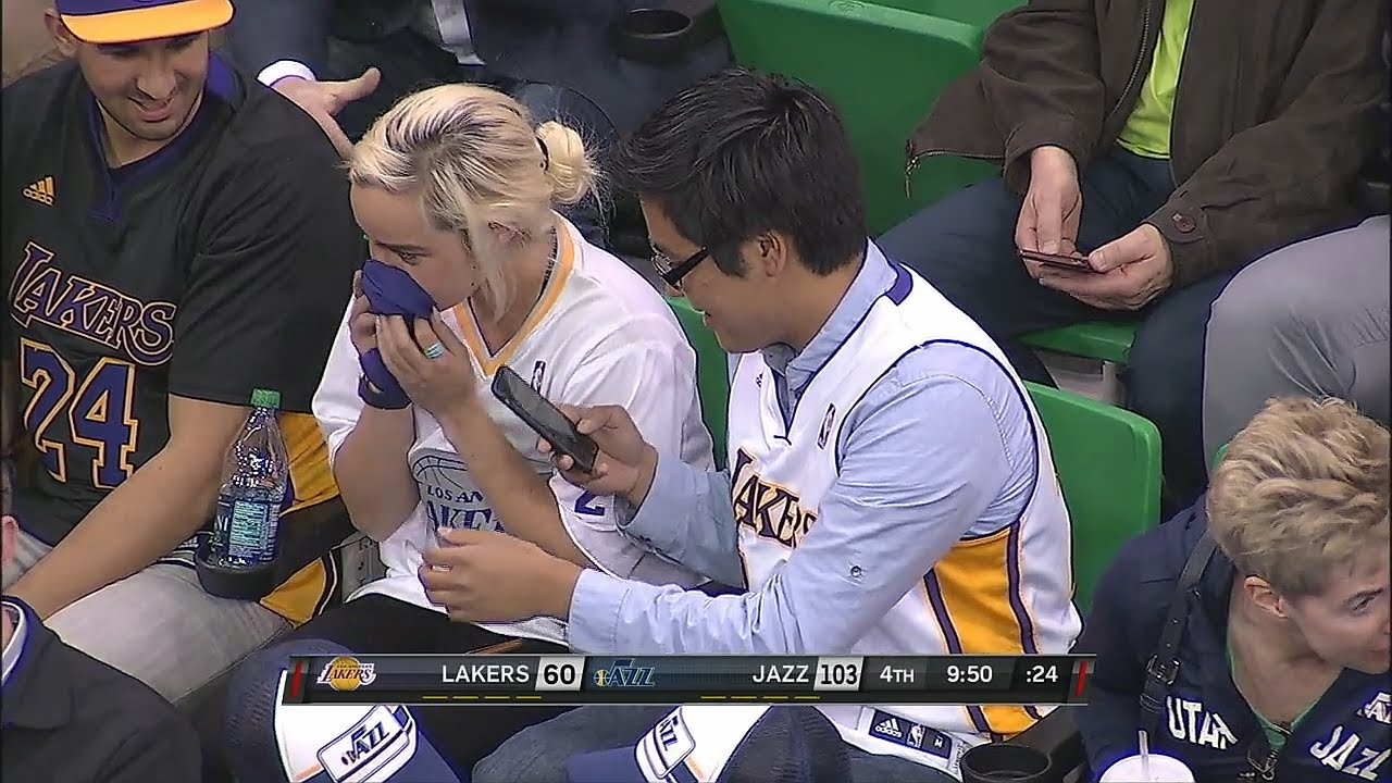 Lakers fan smells Kobe Bryant's sleeve after fighting over it