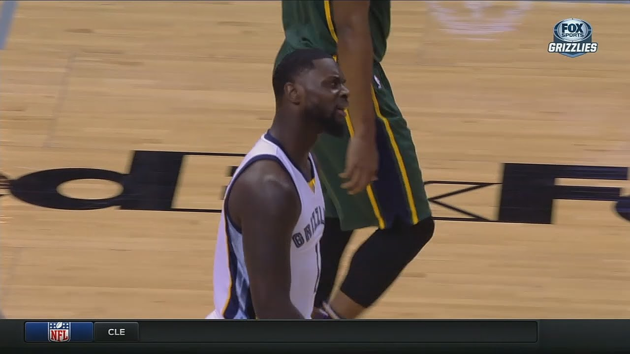 Lance Stephenson passes to absolutely no one