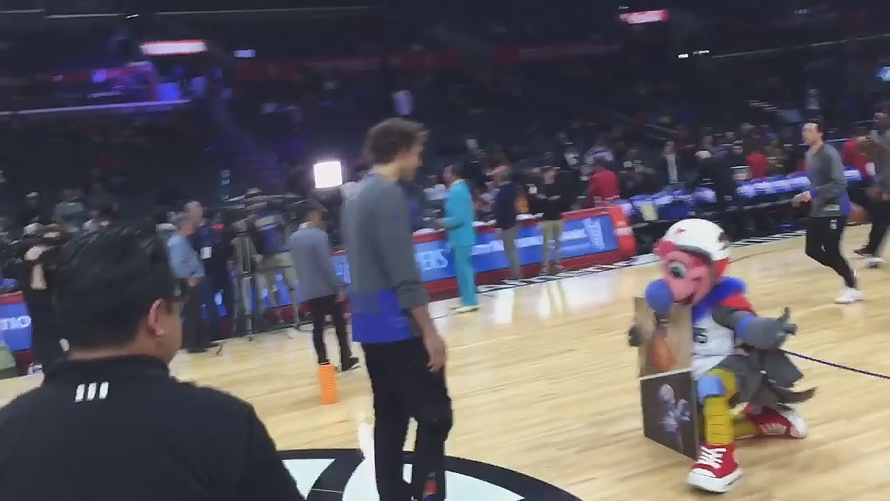 Robin Lopez decks the Clippers new mascot