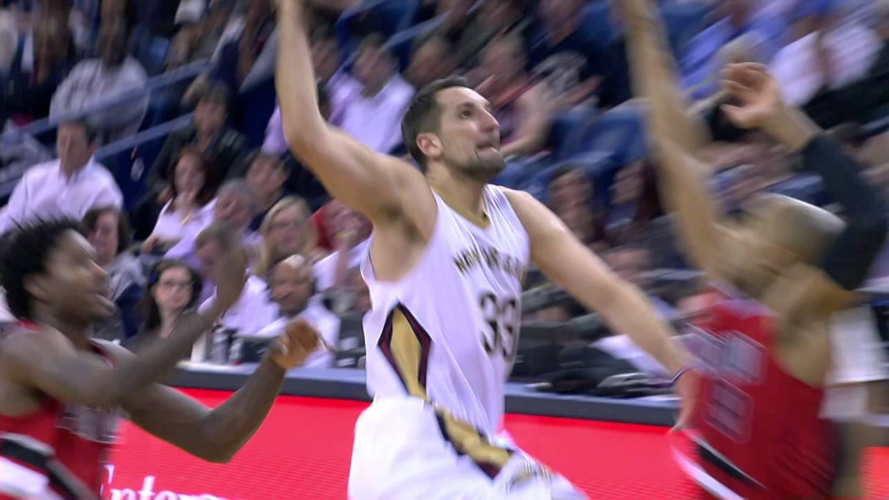 Ryan Anderson throws down the slam on Gerald Henderson