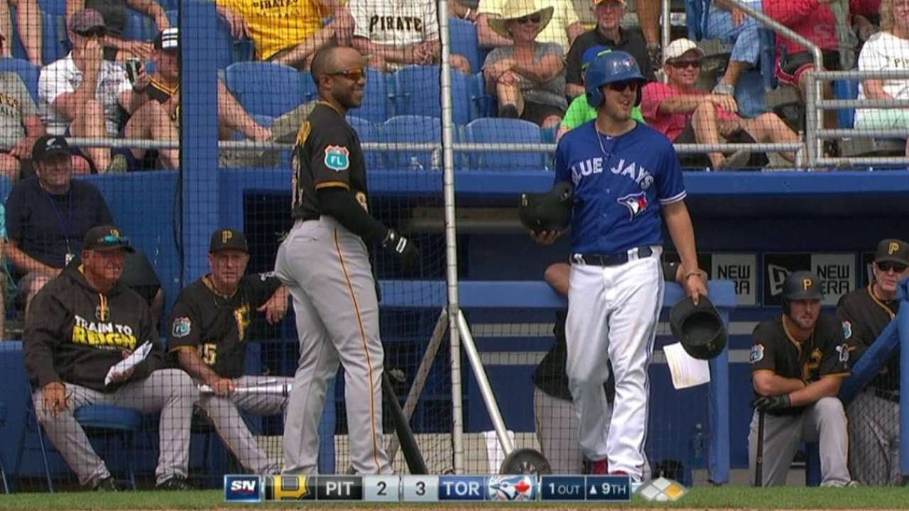 Switch pitching Pat Venditte confuses Pirates hitter
