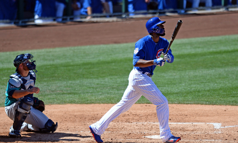 Jason Heyward gets attacked by bees & runs away to outfield fence