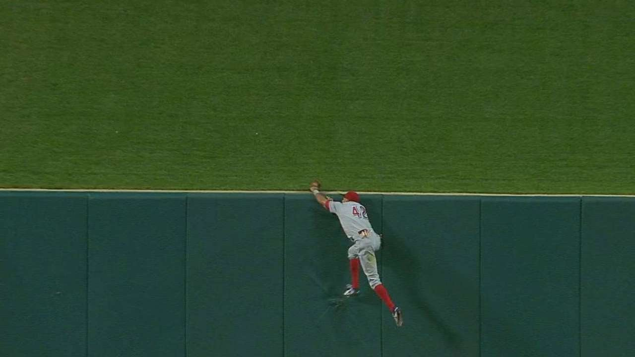 Billy Hamilton robs Matt Carpenter of a home run
