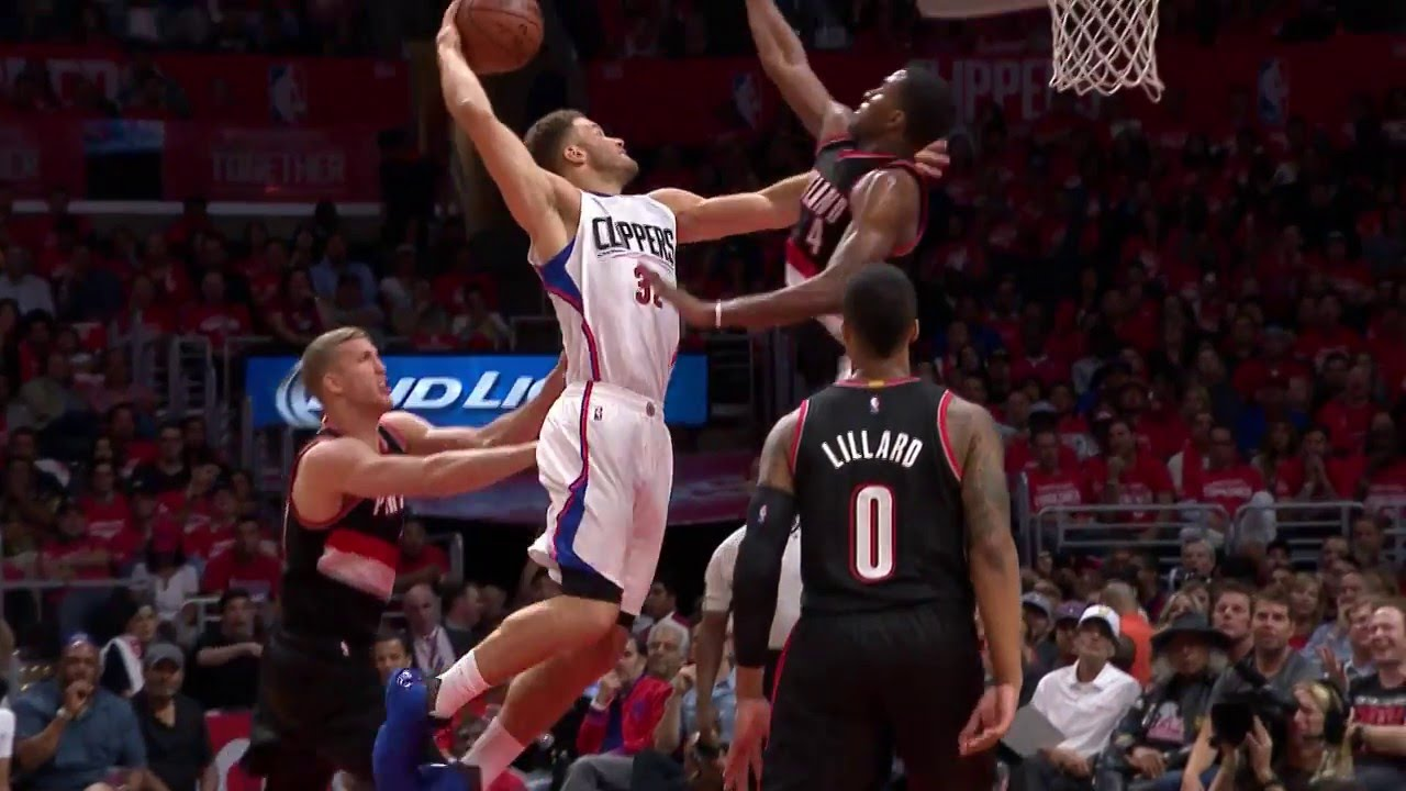 Blake Griffin throws down the vicious one handed jam