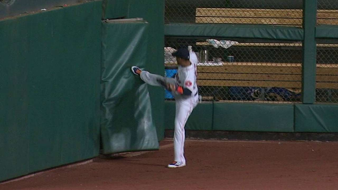 Carlos Gomez attempts to fix broken outfield fence