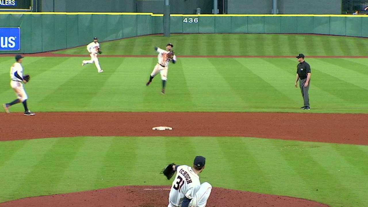 Jose Altuve makes outstanding play to rob Anthony Gose