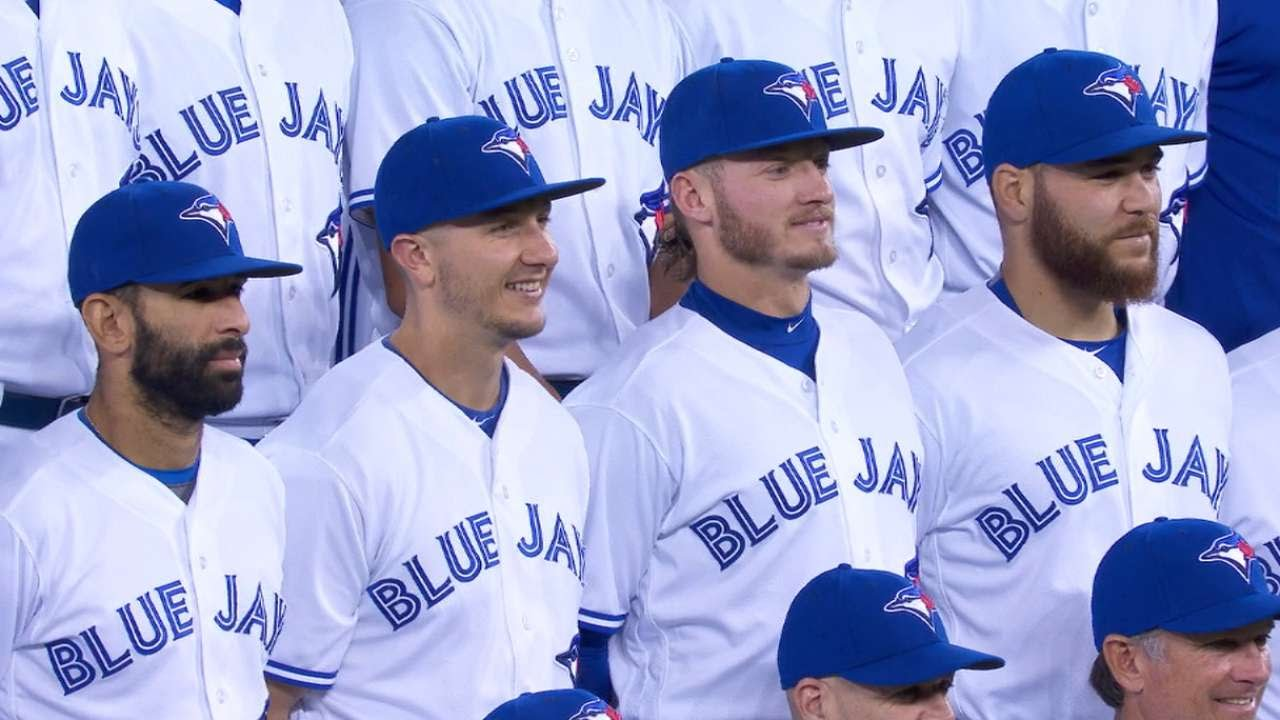Josh Donaldson wants to be the tallest Blue Jay in team photo