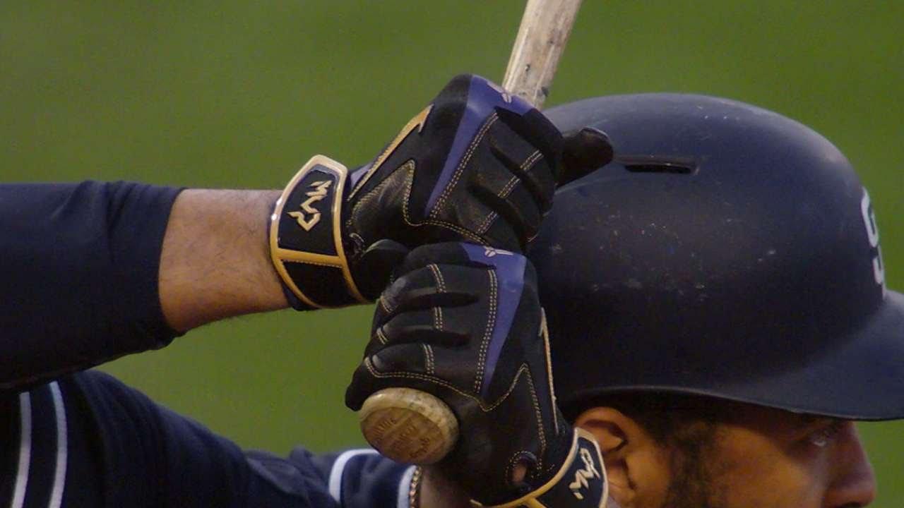 Matt Kemp wears special batting gloves to honor Kobe Bryant