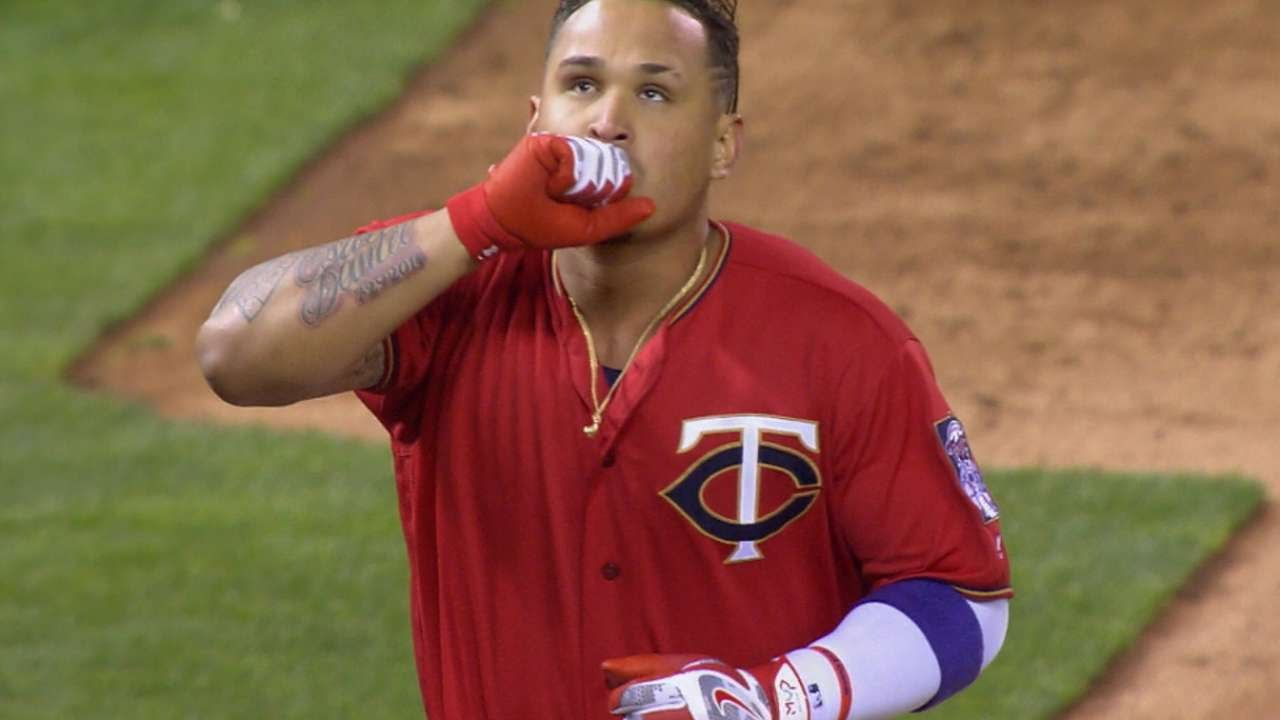Oswaldo Arcia destroys a walk off home run for the Twins