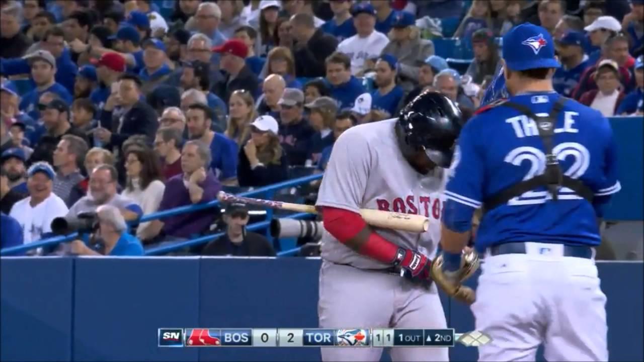 Pablo Sandoval breaks his belt while swinging