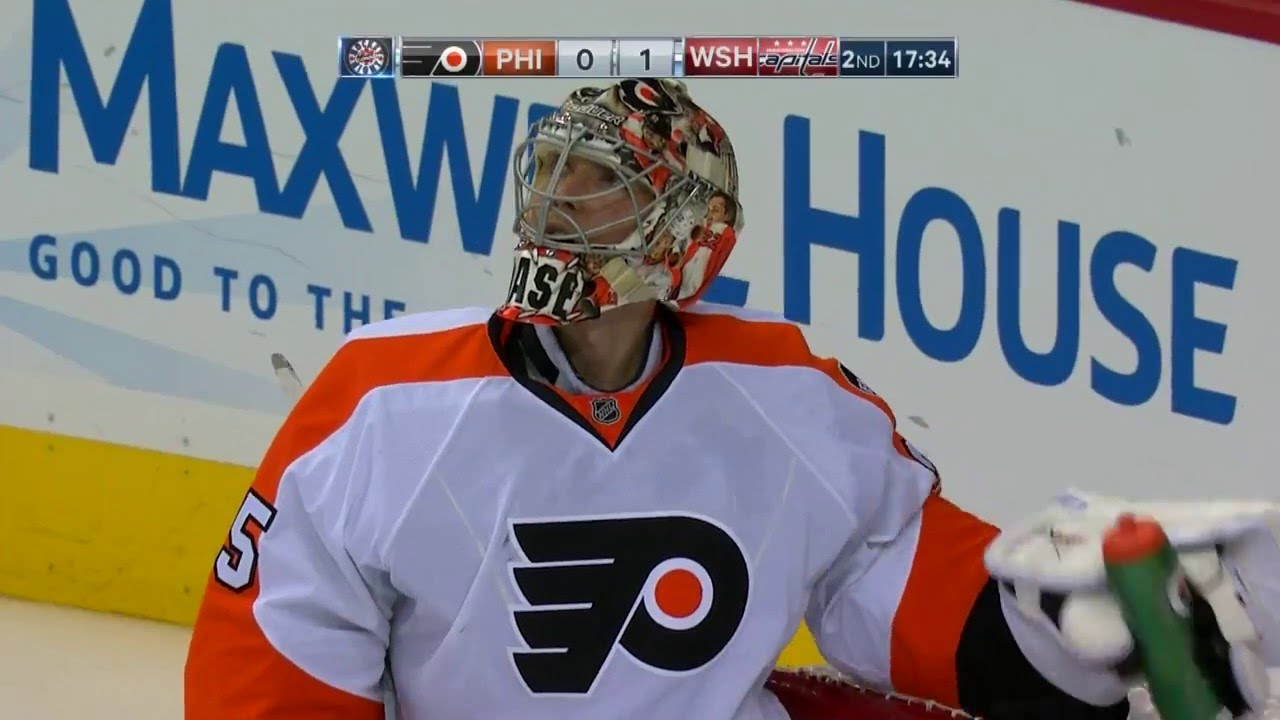 Philadelphia Flyers goalie Steve Mason lets in very embarrassing goal