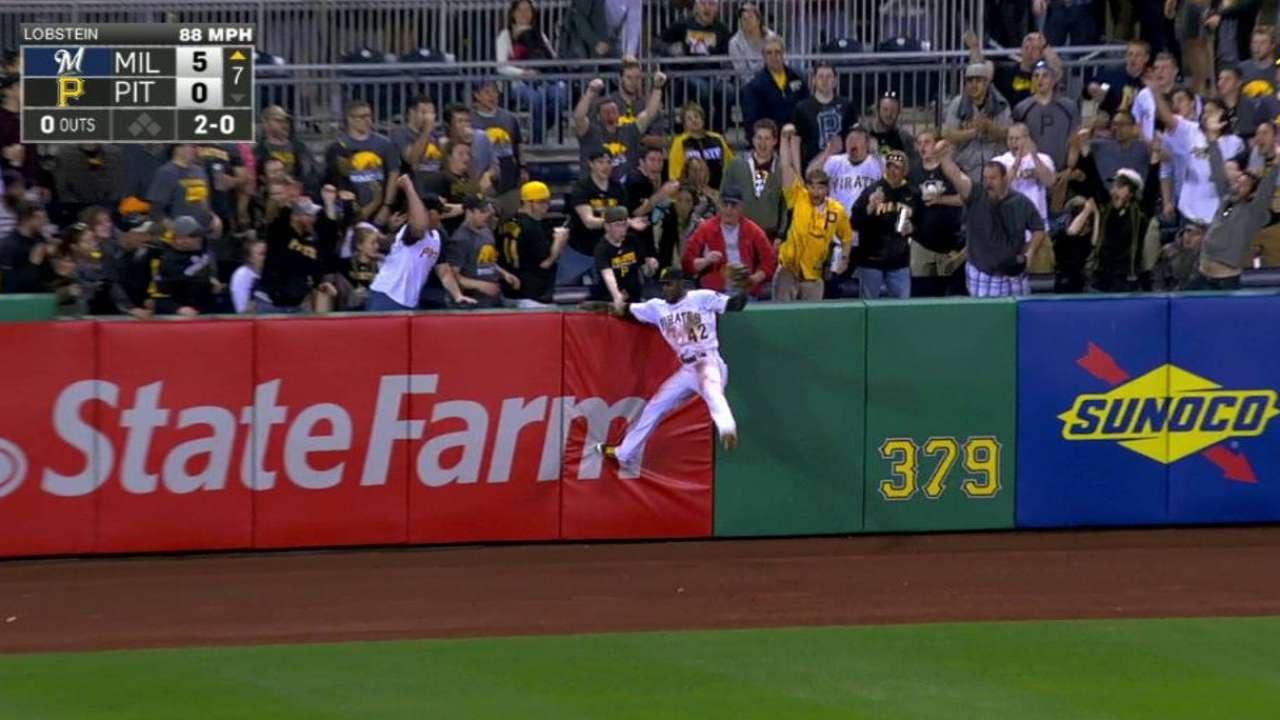 Starling Marte makes ridiculous catch to rob Chris Carter