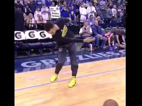 Stephen Curry practices his putting stroke pre-game