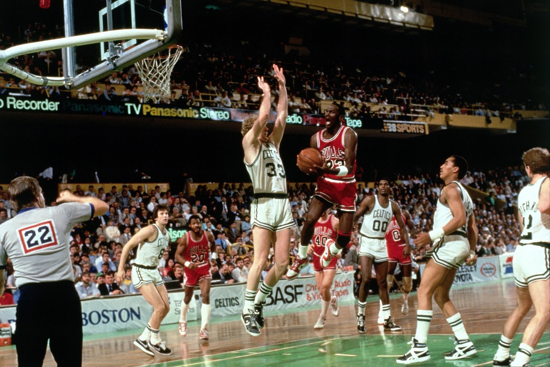 Throwback Thursday: Michael Jordan drops 63 points on the Boston Celtics in 1986 NBA Playoffs