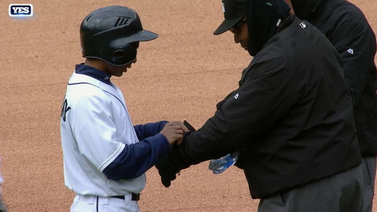 Yankees, Tigers & umpires brave coldest game in Comerica Park history