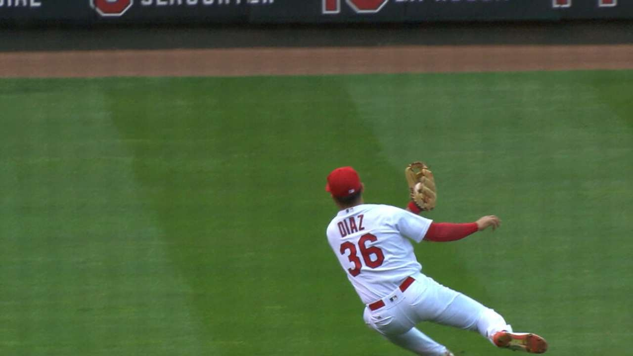 Aledmys Diaz makes an amazing over-the-shoulder catch