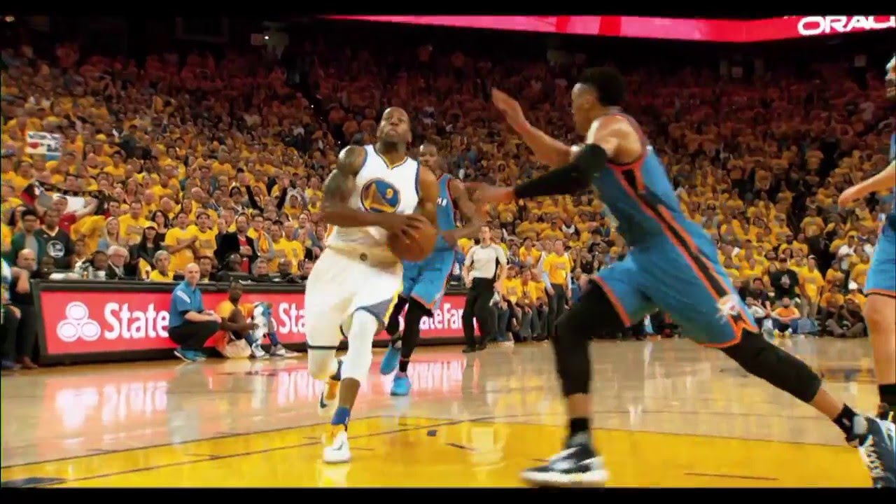Andre Iguodala with ridiculous no look lay up