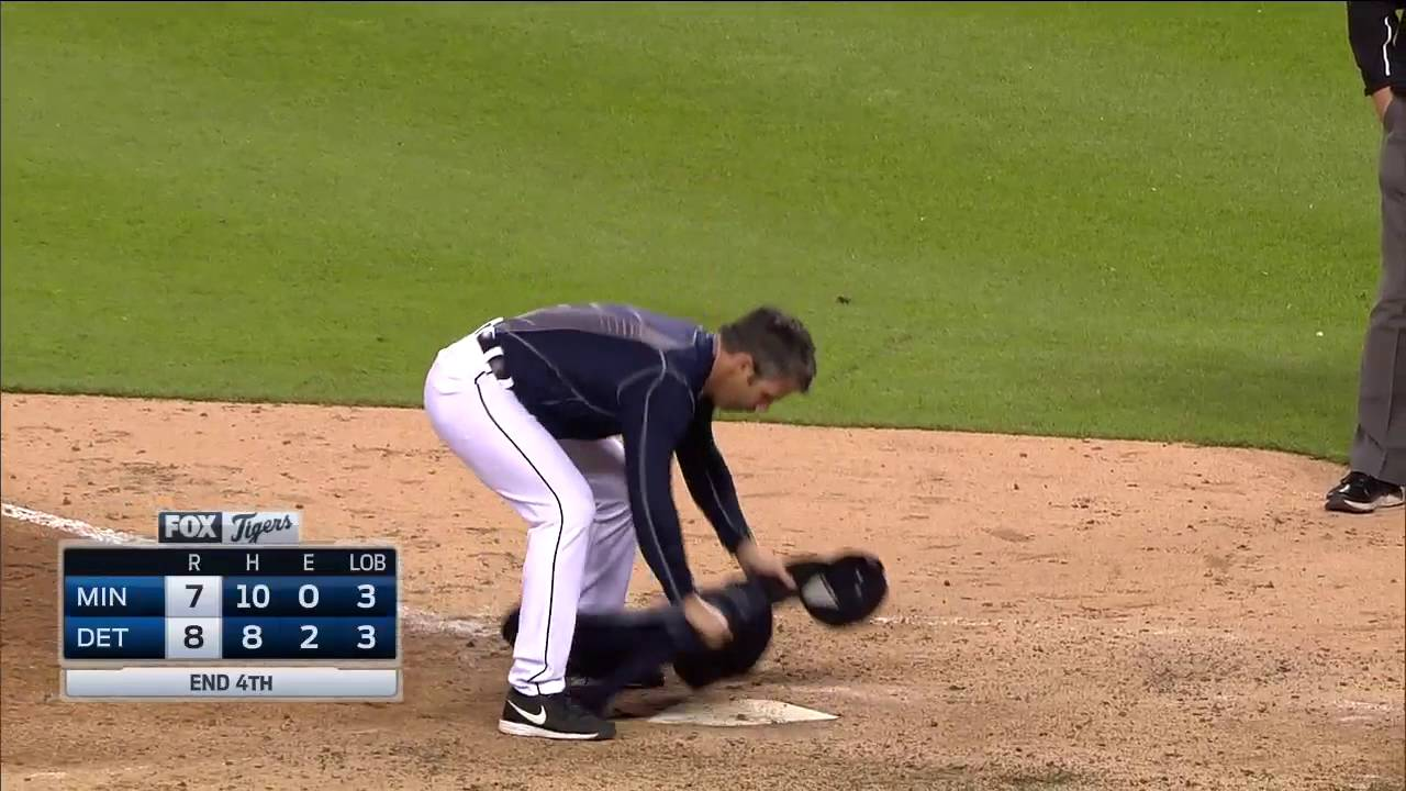 Brad Ausmus loses it & leaves his sweater on home plate