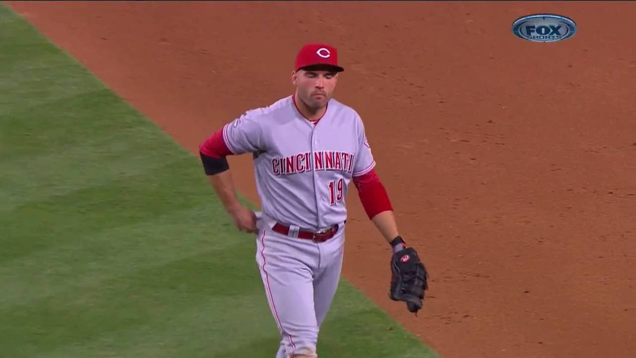 Joey Votto stomps on fan's paper airplane at Dodger Stadium