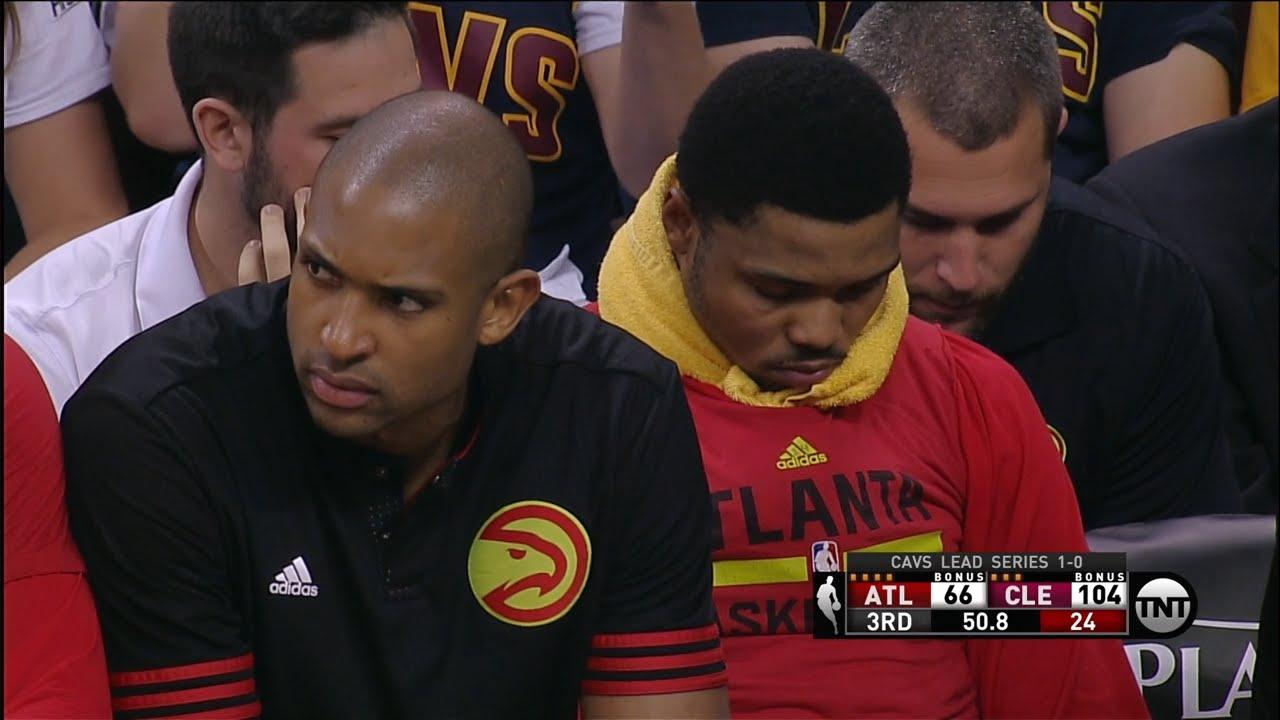 Kent Bazemore falls asleep on the Hawks bench