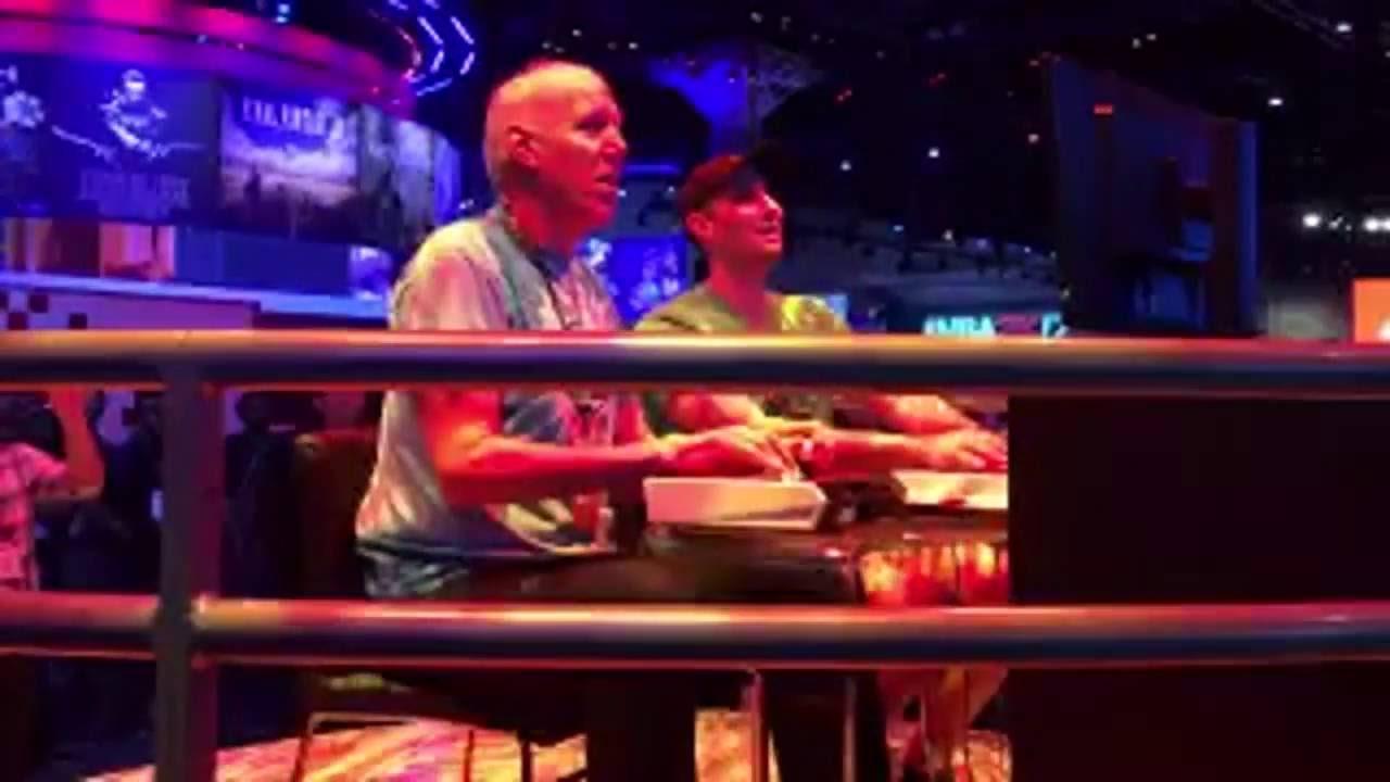 Bill Walton plays Street Fighter at E3