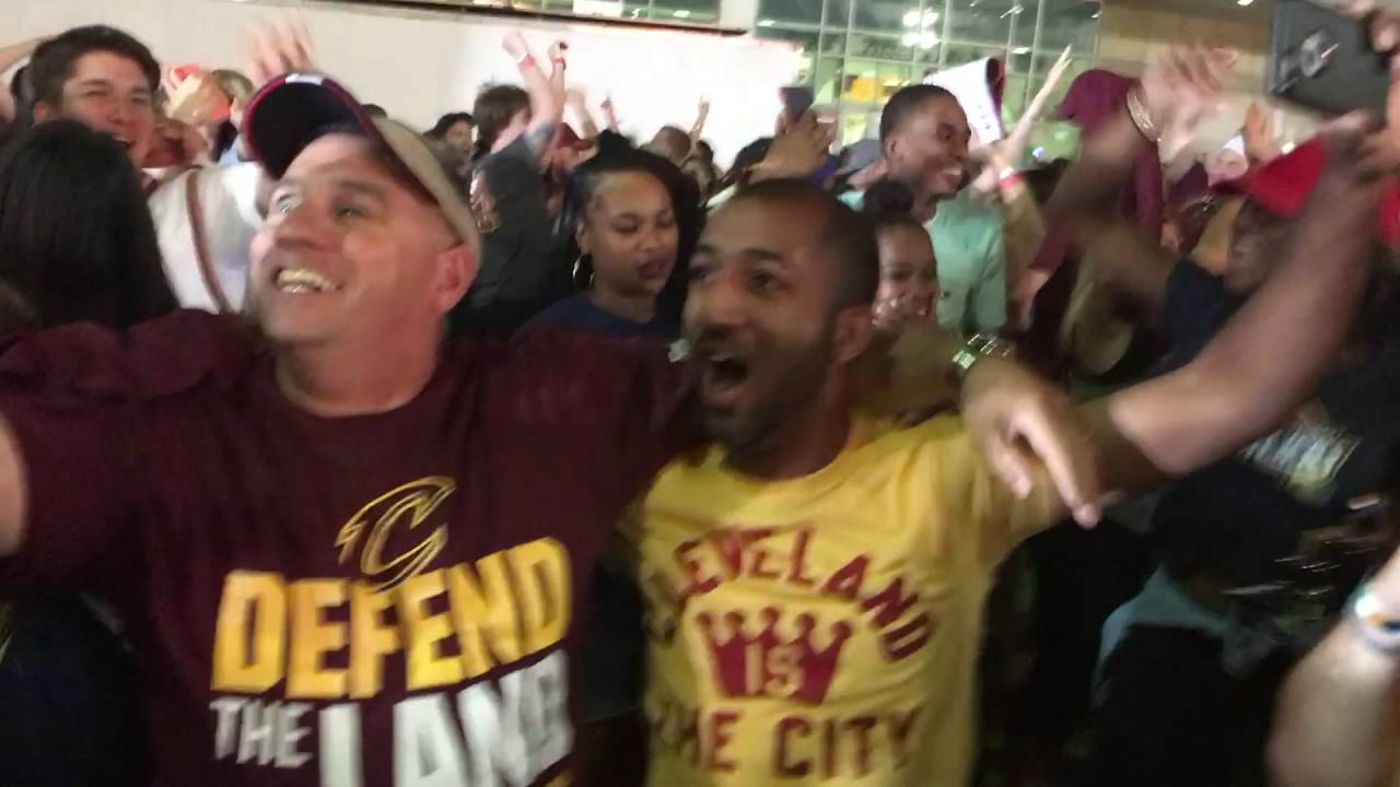 Cavaliers viewing party erupts in cheers