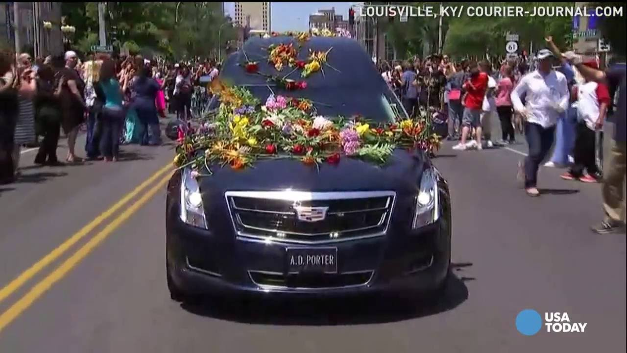 Fans honor Muhammad Ali by running with his funeral procession