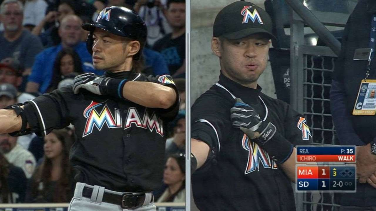 Ichiro singles with doppelganger in the crowd