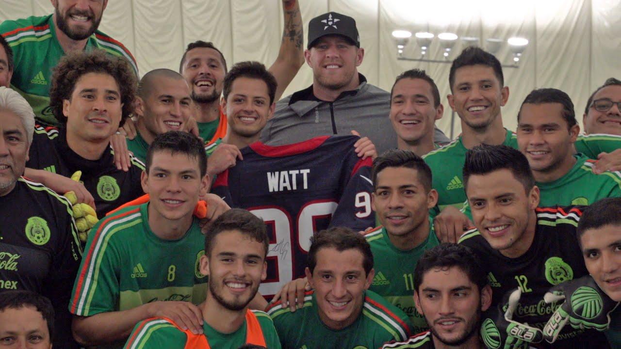 JJ Watt meets Mexican soccer team El Tri