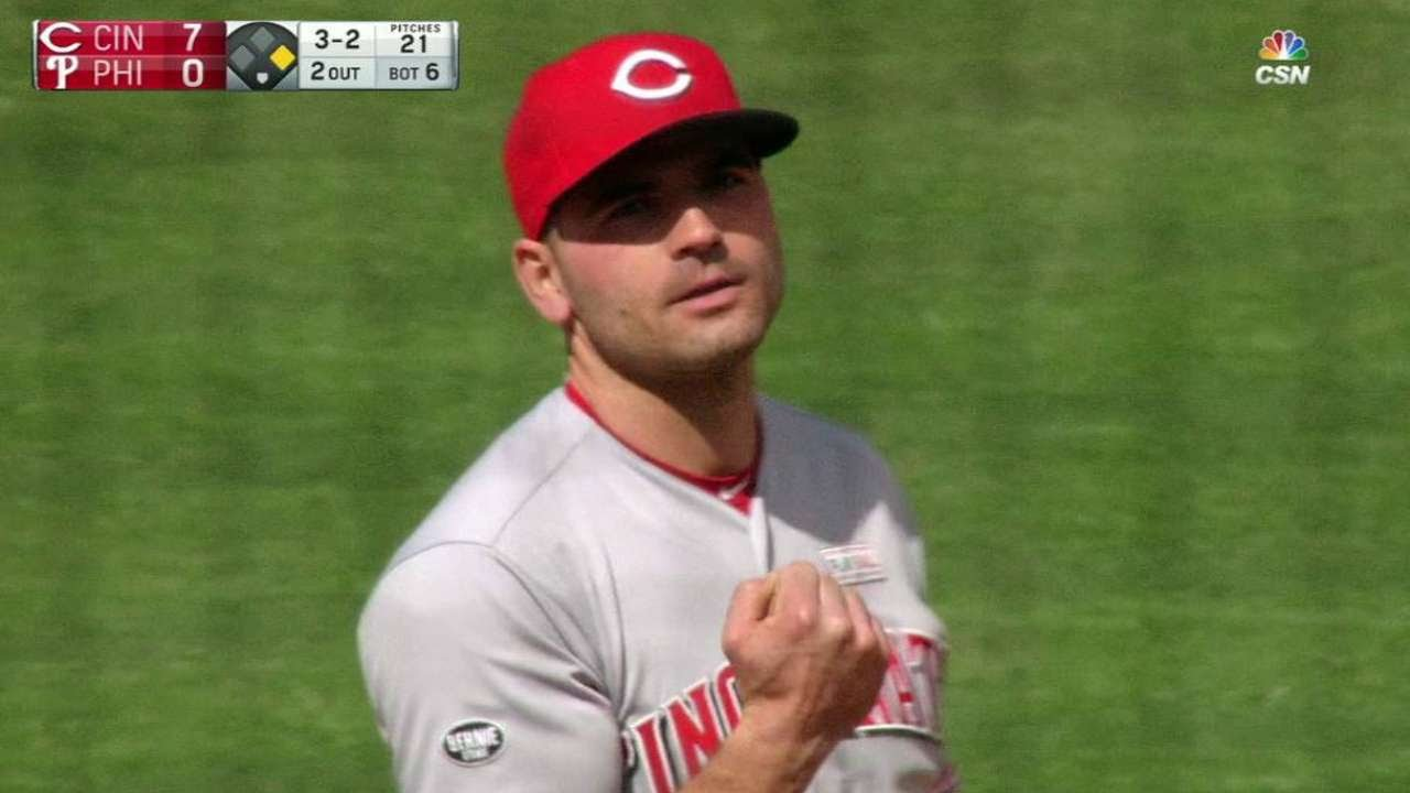 Joey Votto savagely pump fakes Philadelphia fans with foul ball