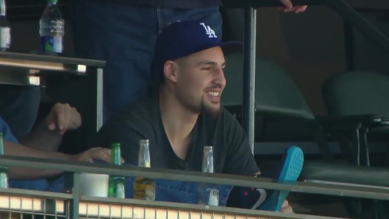 Klay Thompson gets booed for wearing a Dodgers hat at Giants game