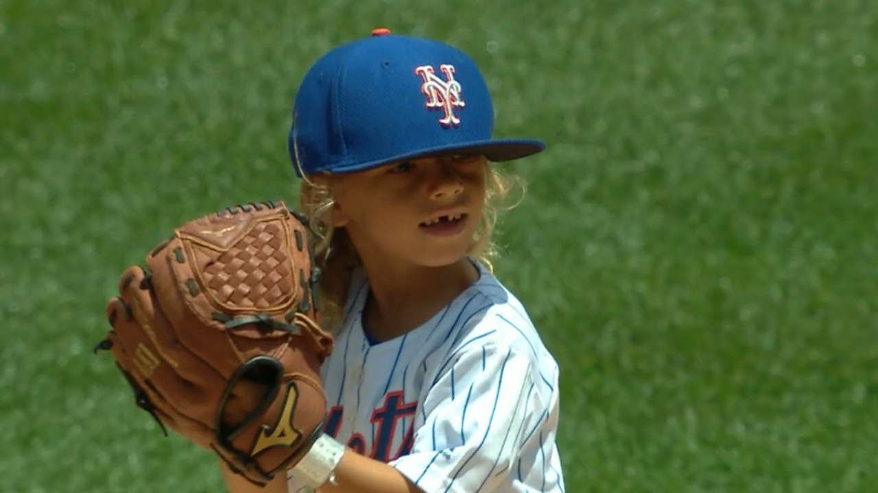 Mini Thor throws out ceremonial first pitch for the Mets