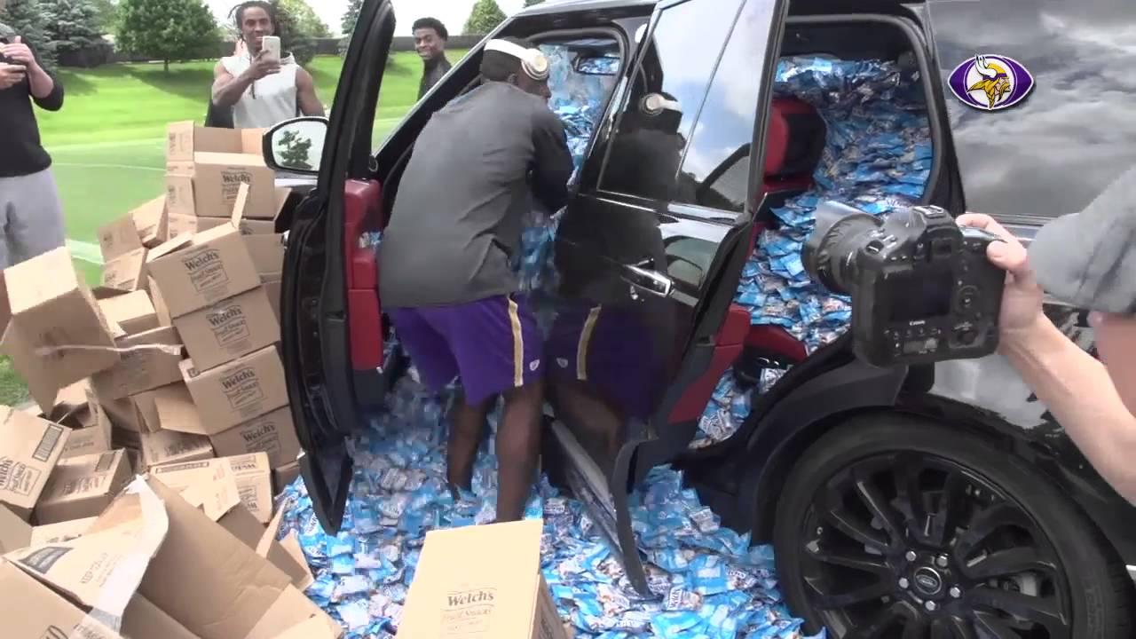Minnesota Vikings put 60,000 fruit snacks in Laquon Treadwell's car