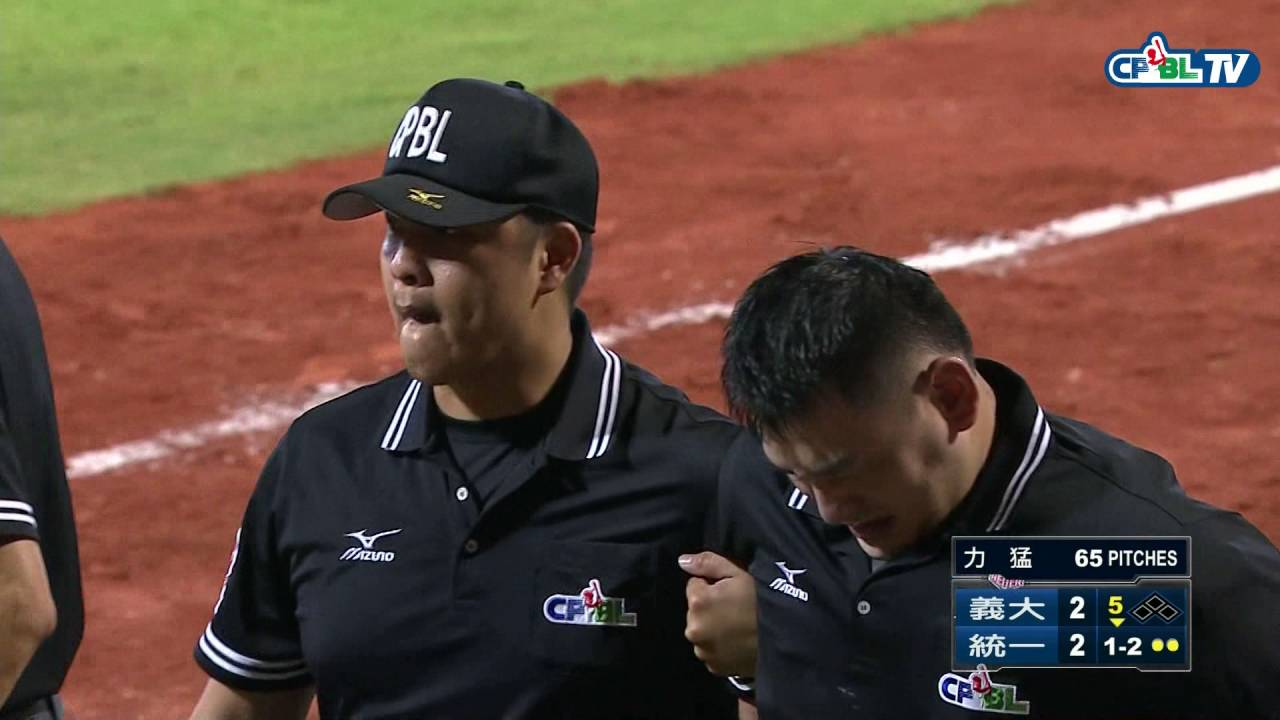 Chinese umpire gets hit in the nuts by a foul ball