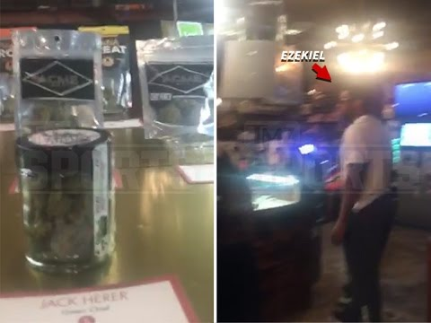 Cowboys RB Ezekiel Elliott visits Seattle marijuana shop