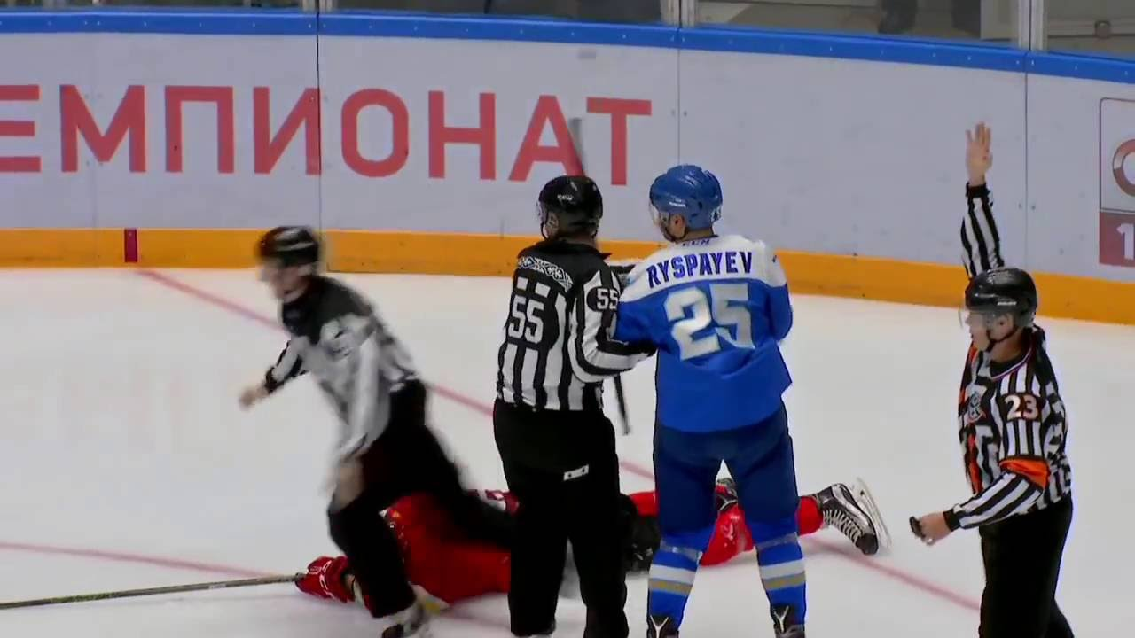 GOAT Hockey Brawl: KHL player takes on entire team in fight