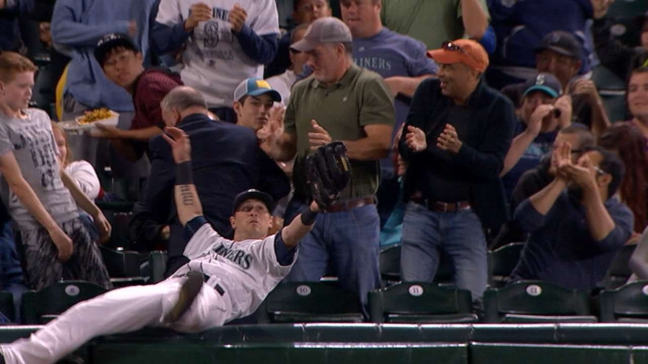 Mariners outfielder Shawn O'Malley makes amazing catch in the stands
