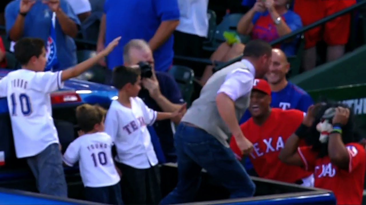 Michael Young nearly punches masked Elvis Andrus