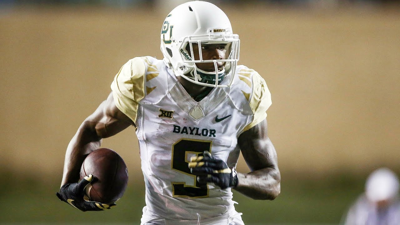 Baylor's KD Cannon hurdles into the end zone for a TD