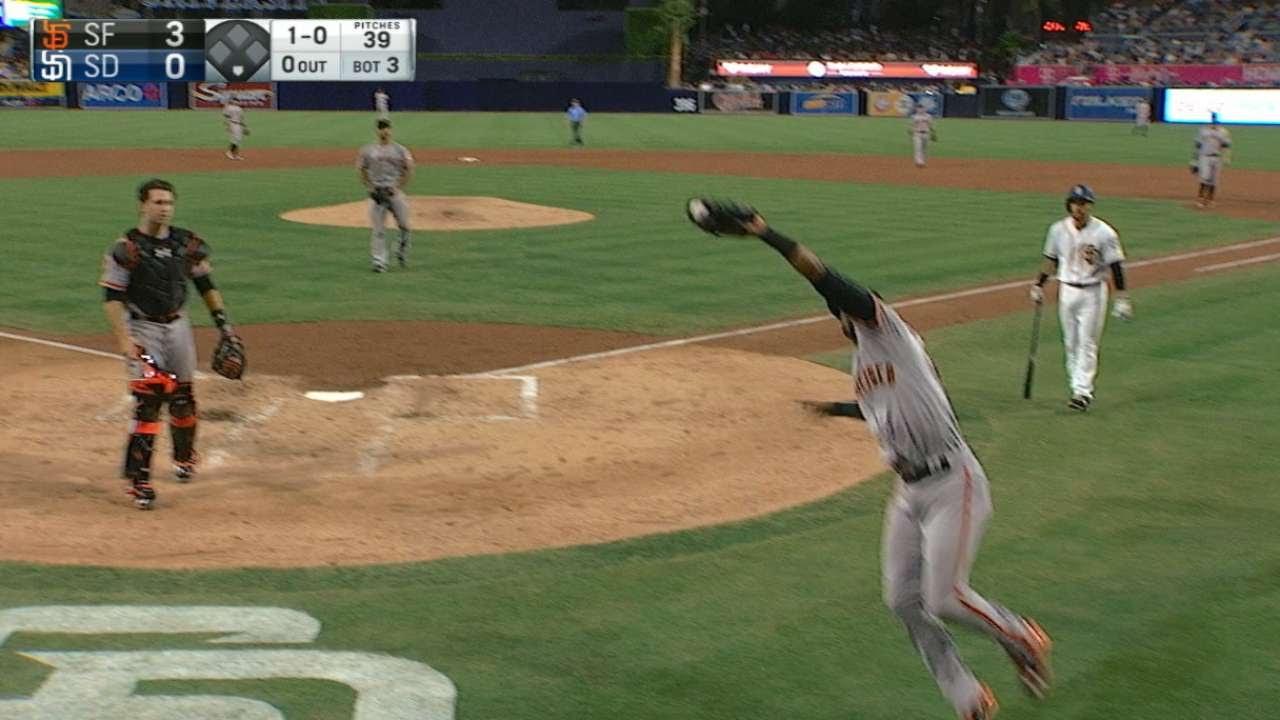 Eduardo Nunez makes an unbelievable catch covering for Buster Posey