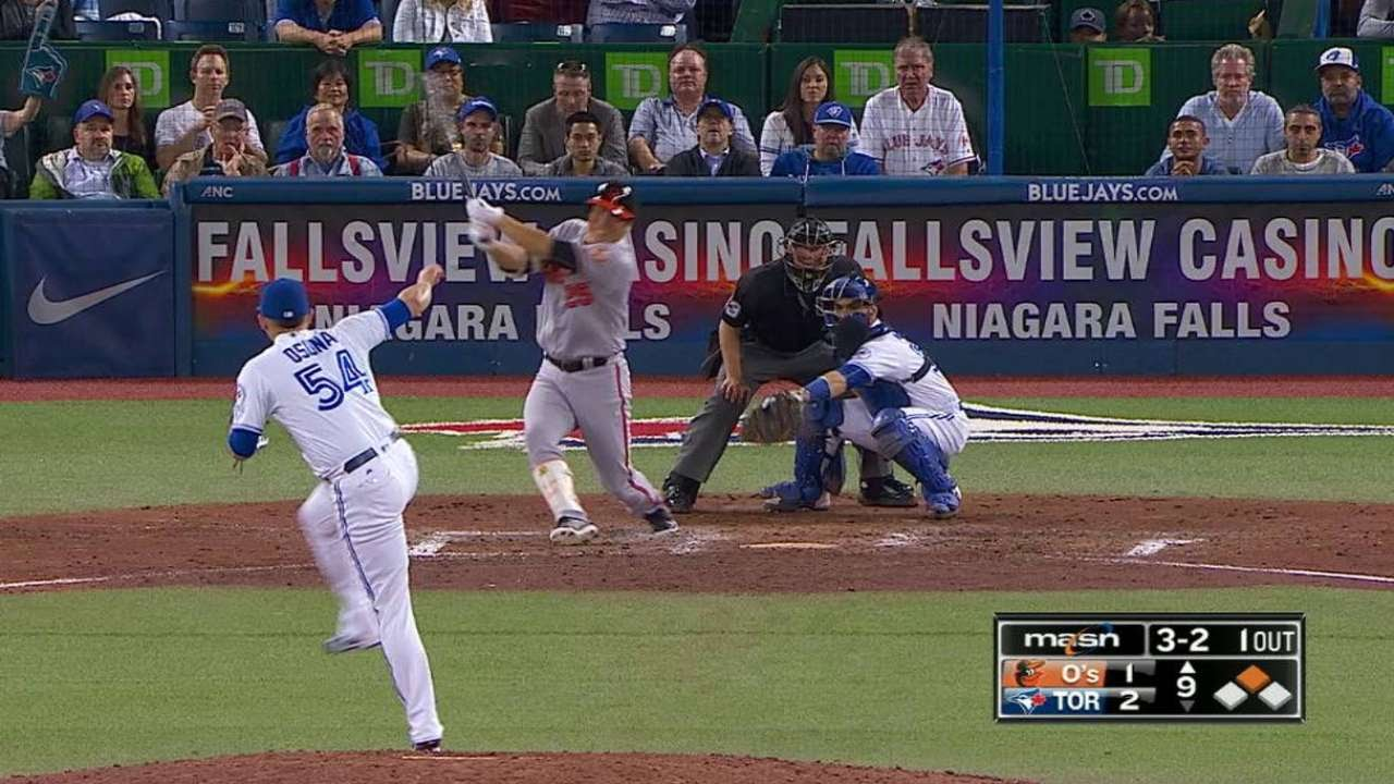 Hyun Soo Kim launches pinch hit game winning home run for the Orioles