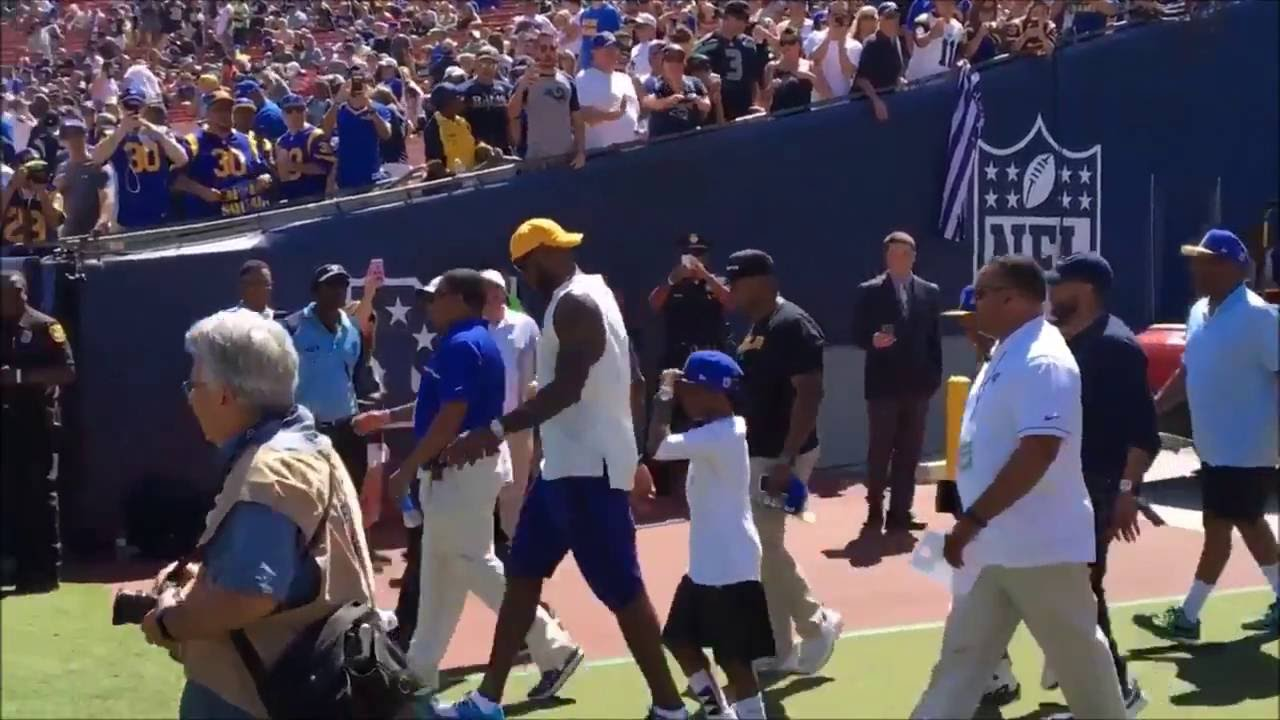 Los Angeles Rams fans chant