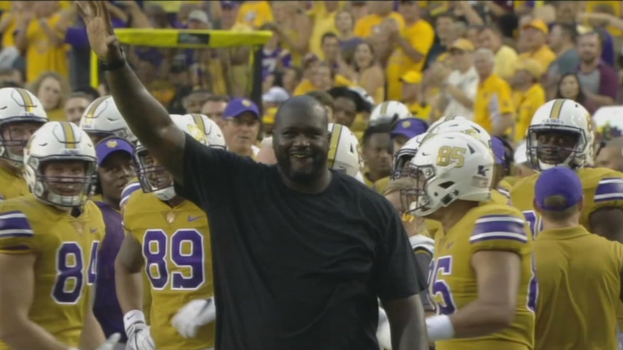 Shaq pumps up the LSU sideline vs. Mississippi State