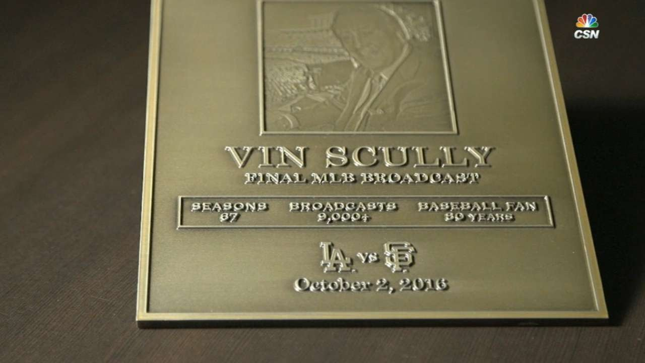 Giants honor Vin Scully with plaque in visitors booth
