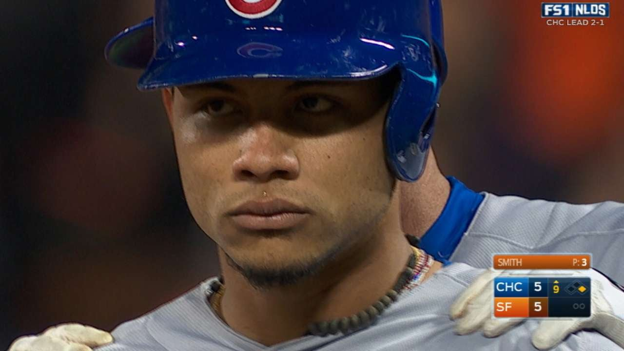 Willson Contreras ties game in the 9th with 2 RBI single