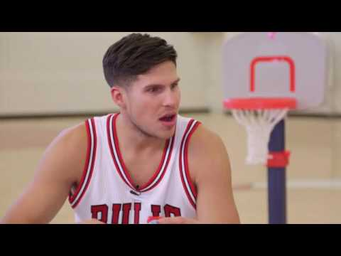 Cute kid talks his favorite snacks with Chicago Bulls players