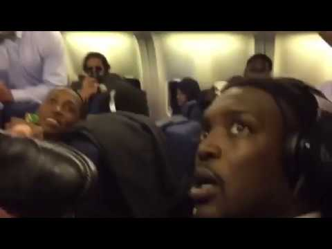 Dallas Cowboys do the Mannequin Challenge on their team flight